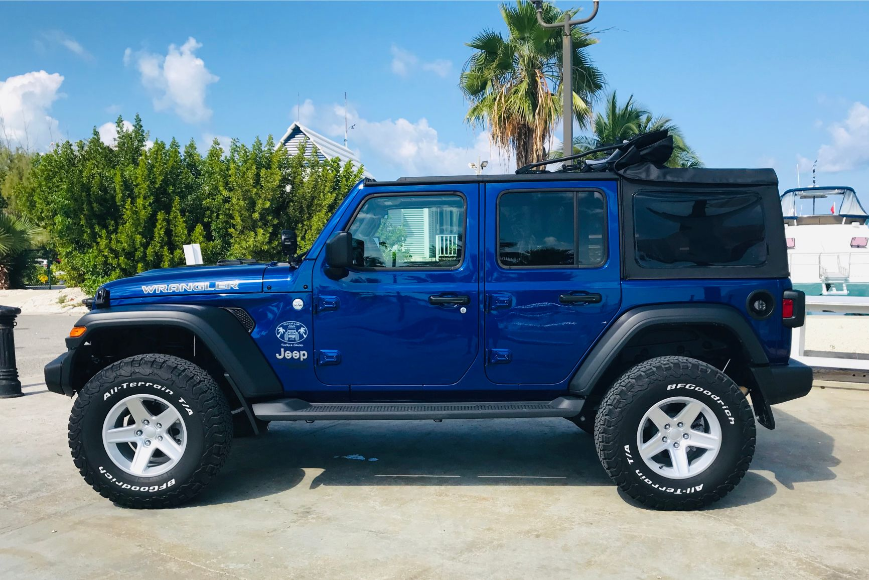 Ocean Blue 4-Door Jeep Wrangler Unlimited
