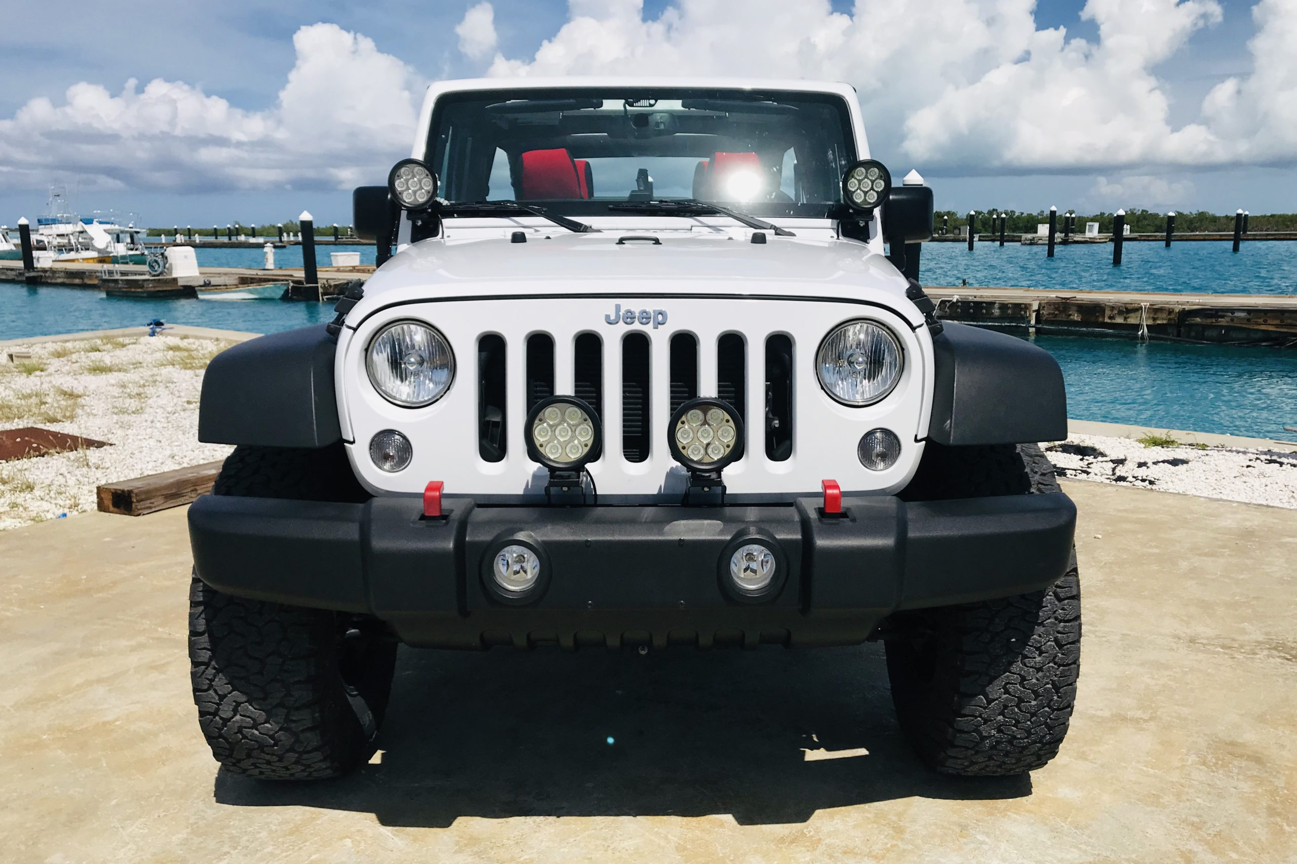White 4-Door Jeep Wrangler Unlimited